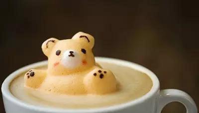 咖啡师用3d艺术在拿铁咖啡上创造出萌感十足的动物